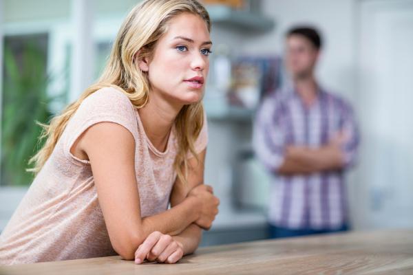 low self-esteem in a relationship symptoms